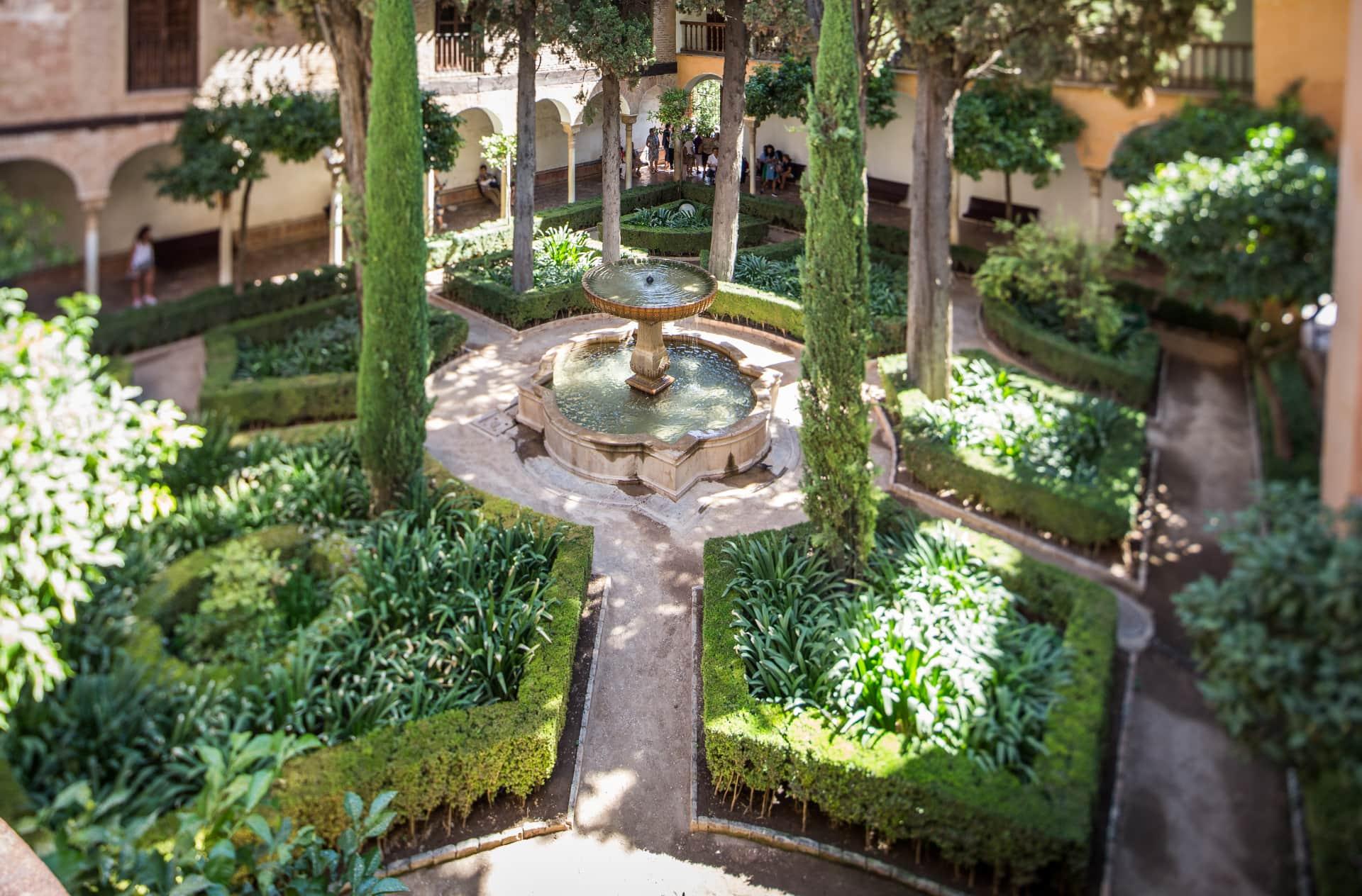 Patio de La Lindaraja con fuente central